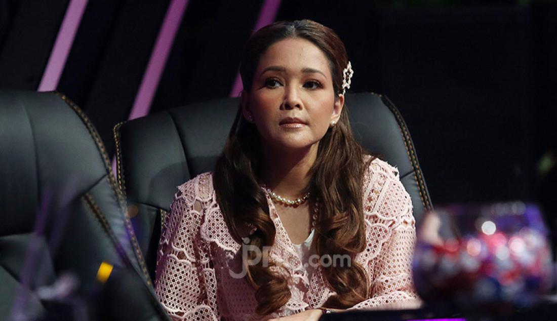 Maia Estianty saat menjadi juri tamu pada acara The Next Influencer di Studio ANTV, Jakarta, Jumat (8/1). Foto: Ricardo - JPNN.com