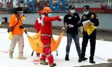 Evakuasi Korban dan Serpihan Sriwijaya Air SJ182 - JPNN.com
