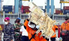 Hari Ketiga Proses Evakuasi Korban dan Serpihan Sriwijaya Air SJ182 - JPNN.com