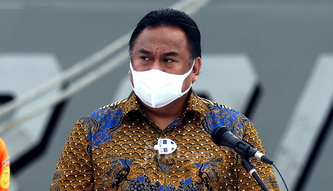 Wakil Ketua DPR Rachmat Gobel memberikan keterangan pers usai meninjau Posko Operasi SAR Sriwijaya Air SJ182 di Dermaga JICT 2, Jakarta Utara, Senin (11/1). Foto: Ricardo - JPNN.com
