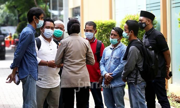 Keluarga Korban Pesawat Sriwijaya Air SJ182 Datangi RS Polri