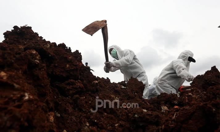 Suasana Kuburan saat Jumlah Kasus Covid-19 Hampir 1 Juta - JPNN.com