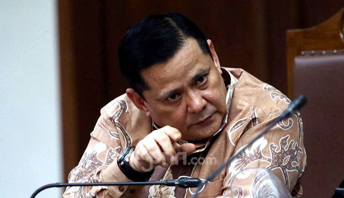 Irjen Pol Napoleon Bonaparte yang menjadi terdakwa kasus suap penghapusan red notice Djoko Tjandra menjalani sidang lanjutan di Pengadilan Tipikor Jakarta, Senin (25/1). Agenda sidang kali ini ialah pemeriksaan saksi. Foto: Ricardo - JPNN.com