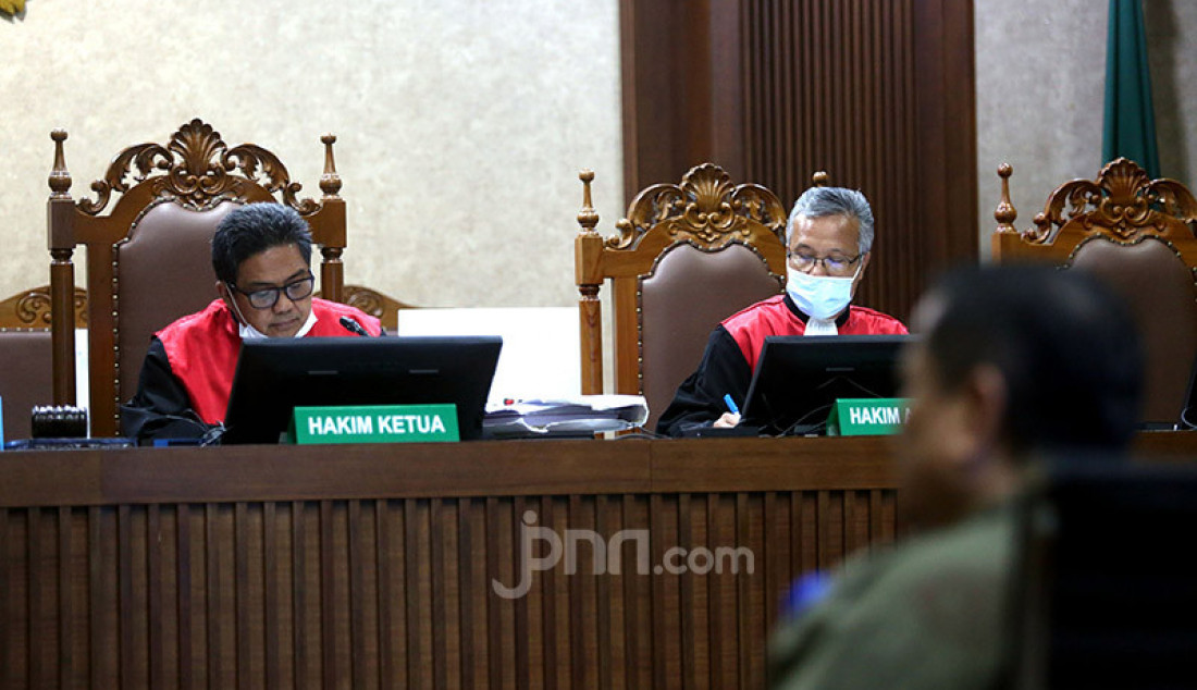 Majelis hakim Pengadilan Tipikor Jakarta menggelar sidang lanjutan untuk perkara Irjen Napoleon Bonaparte yang didakwa menerima suap terkait penghapusan red notice Djoko Tjandra, Senin (8/2). Agenda sidang kali ini ialah pemeriksaan terdakwa. Foto: Ricardo - JPNN.com