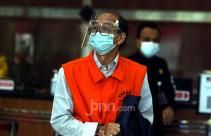 Mantan Kepala BIG Pakai Rompi Tahanan KPK - JPNN.com
