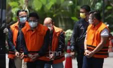 Rombongan Tersangka Suap Izin Ekspor Benih Lobster Tiba di KPK - JPNN.com