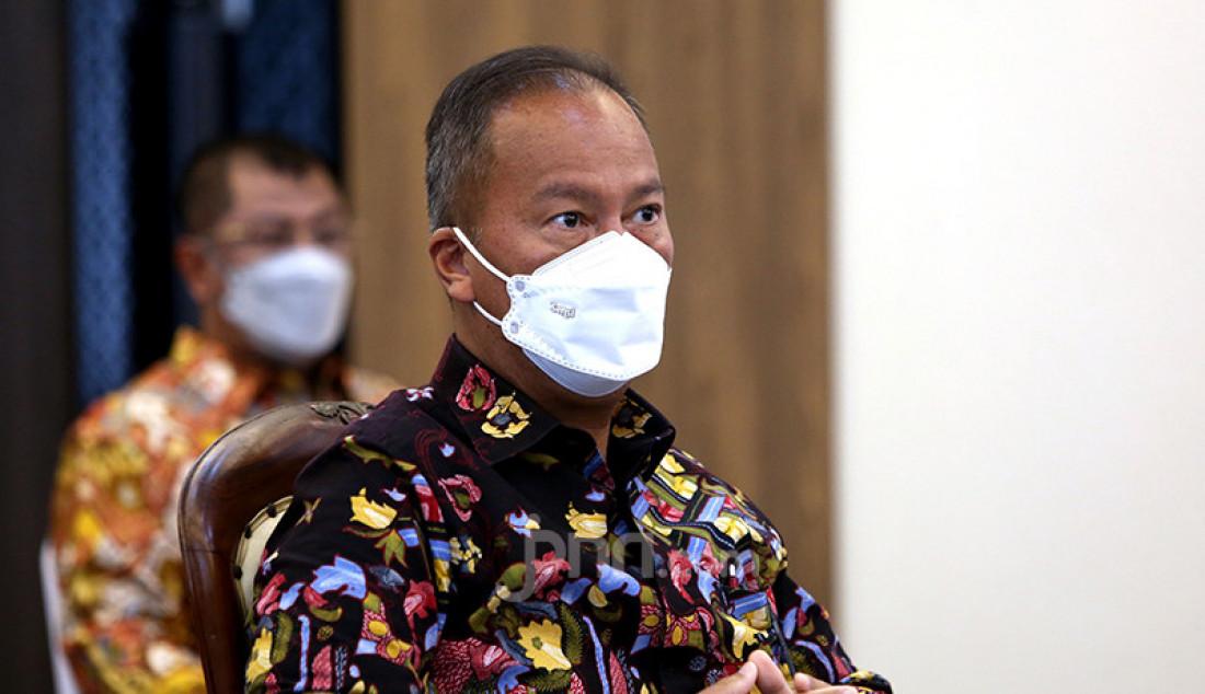 Menteri Perindustrian Agus Gumiwang Kartasasmita menghadiri acara penyerahan 35 juta masker dari Kemenperin untuk masyarakat melalui TNI dan Polri di Kantor Kemenko Perekonomian, Jakarta, Rabu (24/2). Foto: Ricardo - JPNN.com
