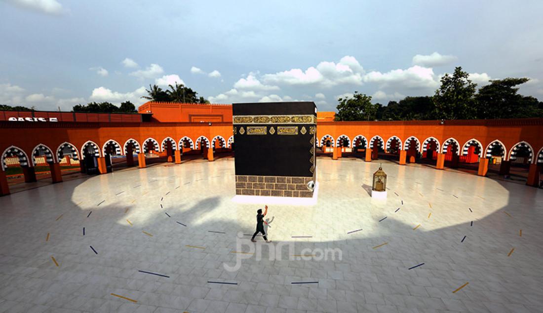 Tempat manasik haji dan umrah di Al Mahmudah Manasik Training Center, Muncul, Tangerang Selatan, Banten, Jumat (26/2). Selain menjadi tempat pelatihan manasik haji dan umrah, Al Mahmudah Manasik Training Center juga menjadi lokasi wisata religi. Foto: Ricardo - JPNN.com