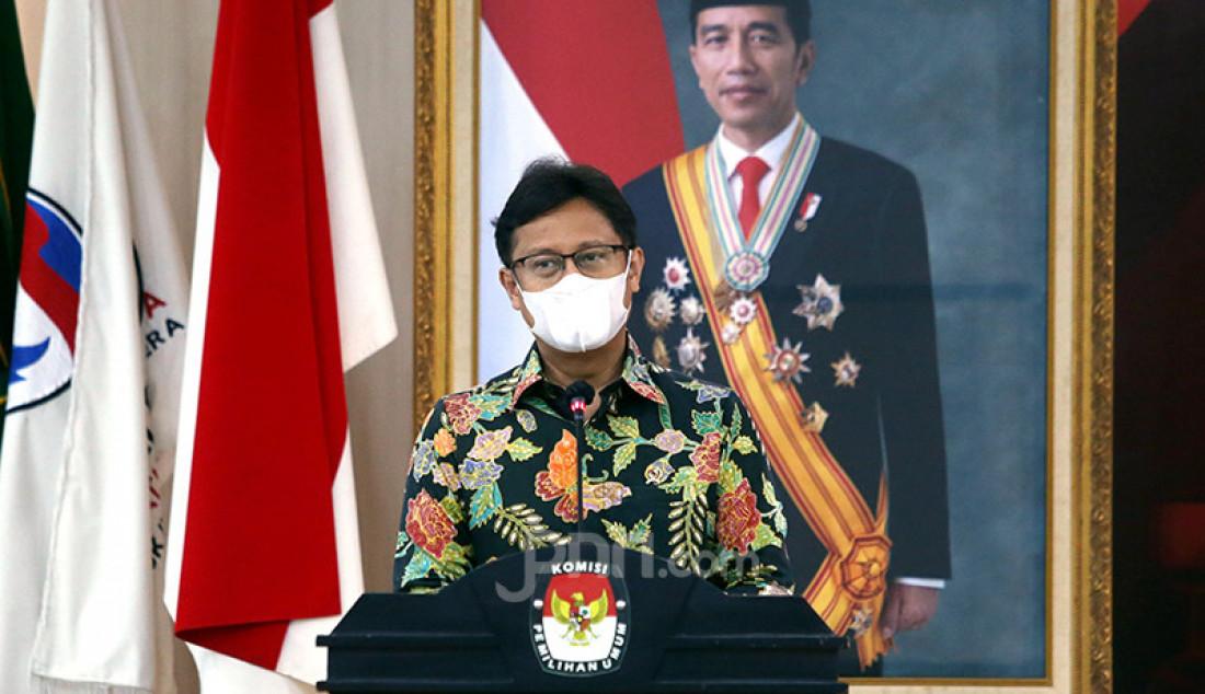 Menkes Budi Gunadi Sadikin memberikan sambutan usai penandatanganan kerja sama antara Kementerian Kesehatan dan KPU di Jakarta, Selasa (2/3), dalam rangka penanggulangan pandemi COVID-19 dan penyerahan akses data pemilih untuk Progam Vaksinasi Nasional. Foto: Ricardo - JPNN.com