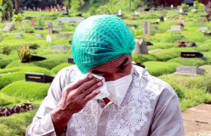 Dua Pekan Kepergian Rina Gunawan, Teddy Syach Akhirnya Berani Tidur di Rumah - JPNN.com