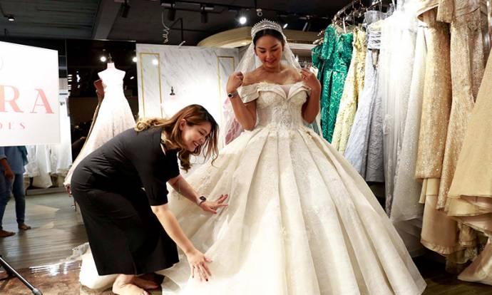 Kalina Oktarani Jajal Baju Pernikahan