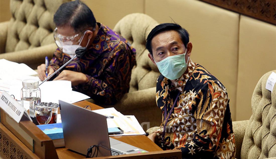 Ketua Komisi Aparatur Sipil Negara (KASN) Agus Pramusinto mengikuti rapat kerja Komisi II DPR di Kompleks Parlemen, Senayan, Jakarta, Rabu (24/3). Rapat tersebut membahas rekrutmen CPNS tahun 2021. Foto: Ricardo - JPNN.com