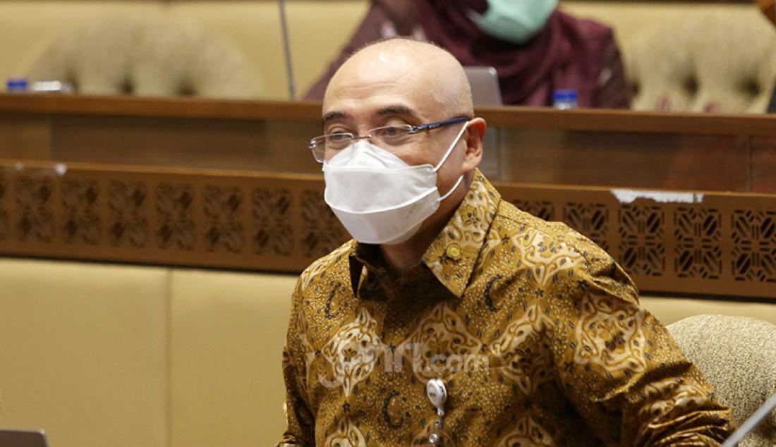 Kepala BKN Bima Haria Wibisana mengikuti rapat kerja Komisi II DPR di Kompleks Parlemen, Senayan, Jakarta, Rabu (24/3). Rapat tersebut membahas rekrutmen CPNS tahun 2021. Foto: Ricardo - JPNN.com