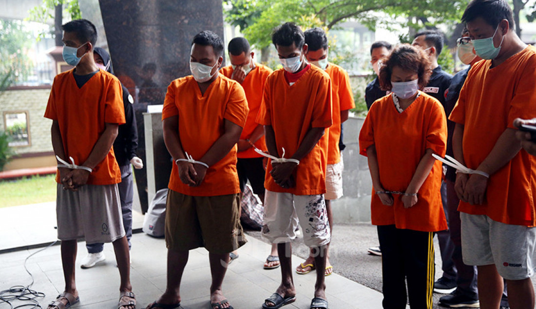 Sejumlah anggota jaringan narkoba Malaysia-Batam-Medan diperlihatkan kepada awak media dalam jumpa pers di Mabes Polri, Selasa (30/3). Foto: Ricardo - JPNN.com