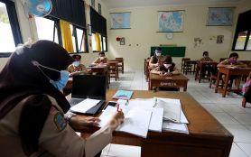 Khofifah Minta Vaksinasi Guru di Jawa Timur Tuntas Sebelum Pelaksanaan Sekolah Tatap Muka- JPNN.com Jatim