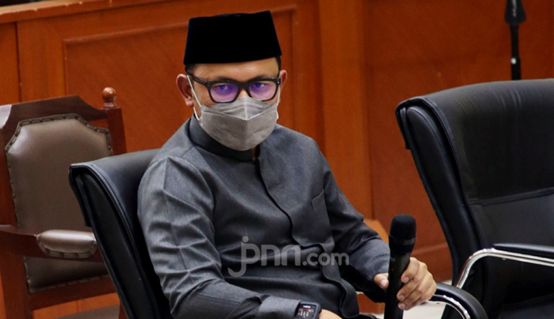Wali Kota Bogor Bima Arya menjadi saksi pada persidangan terhadap Habib Rizieq Shihab di Pengadilan Negeri Jakarta Timur, Rabu (14/4). Kesaksian Bima terkait dengan perkara tes usap (swab test) palsu RS Ummi Bogor. Foto: Ricardo - JPNN.com