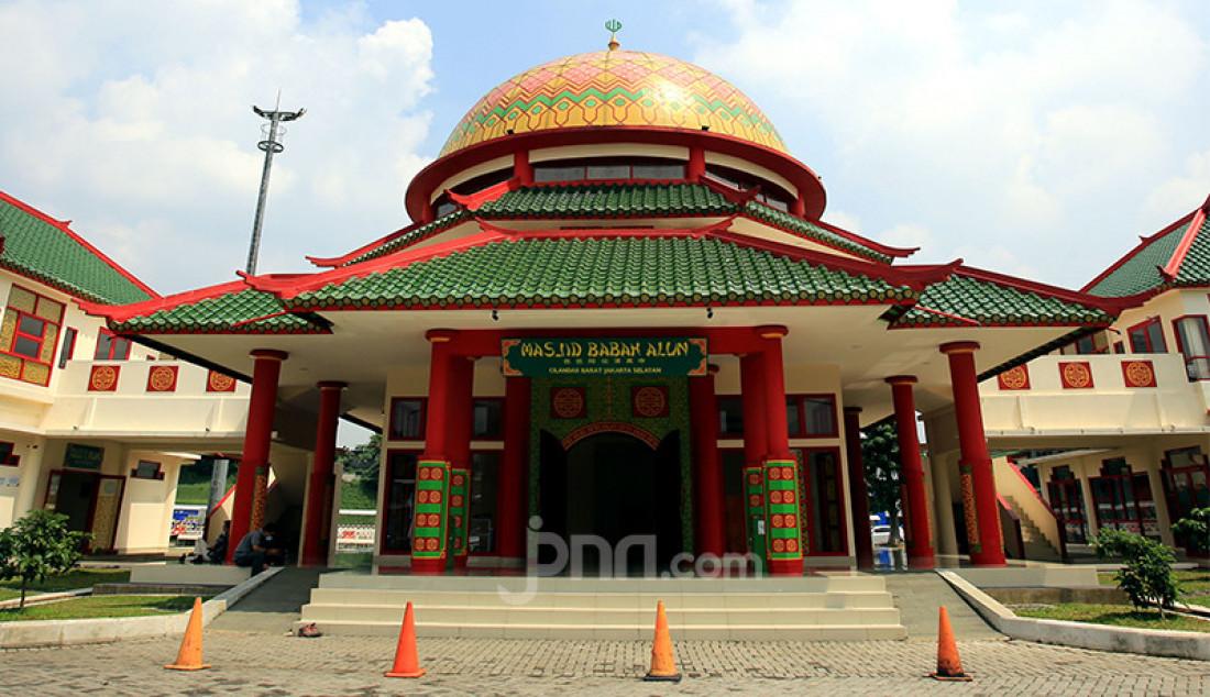 Masjid Babah Alun di Cilandak Barat, Jakarta Selatan, Selasa (20/4), yang kini menjadi salah satu tujuan wisata religi. Masjid dengan arsitektur dan ornamen Tionghoa itu dibangun oleh Jusuf Hamka yang dikenal sebagai pengusaha tol. Foto: Ricardo - JPNN.com