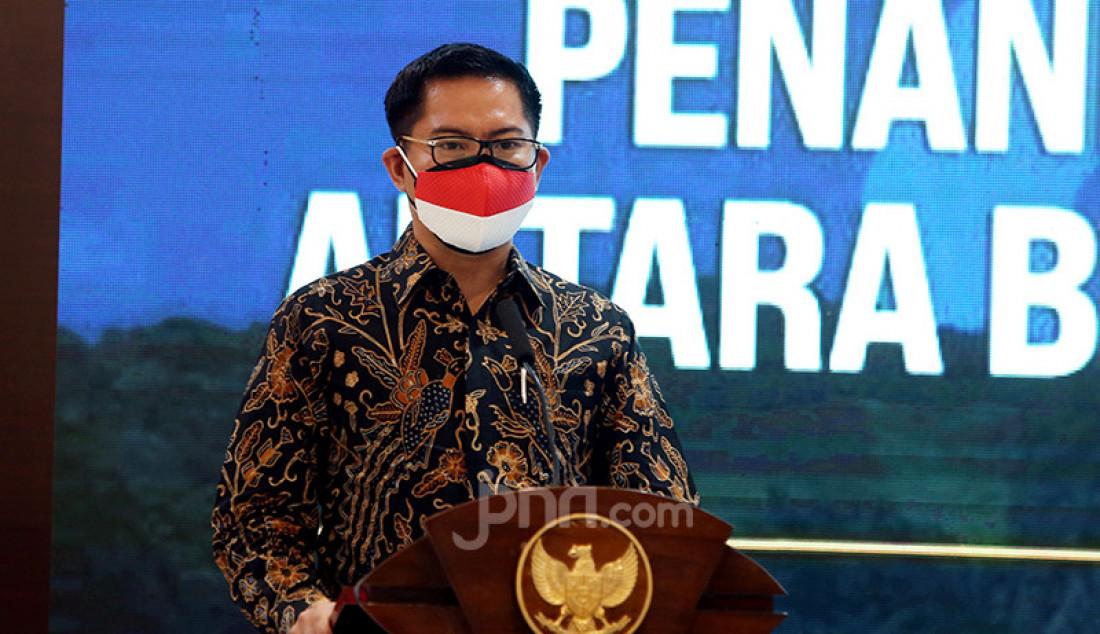 Bupati Minahasa Utara Joune Ganda memberikan sambutan pada penandatanganan nota kesepahaman atau MoU antara Badan Pelindungan Pekerja Migran Indonesia (BP2MI) dengan Pemkab Minahasa Utara di Jakarta, Rabu (21/4). Foto: Ricardo - JPNN.com