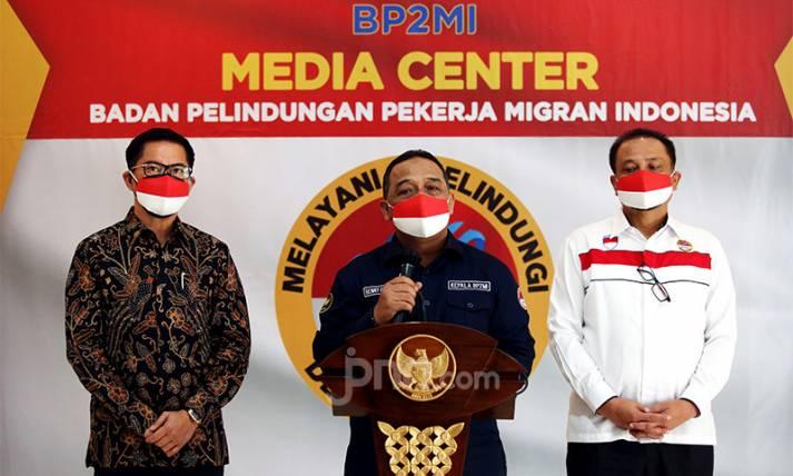 Kepala BP2MI dan Bupati Minahasa Utara Teken MoU - JPNN.com