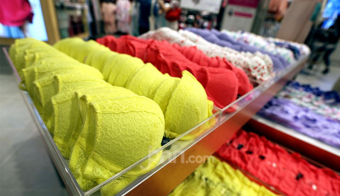 Suasana gerai Max Fashions di Lippo Mall Puri, Jakarta Barat, Jumat (23/4). Foto: Ricardo - JPNN.com