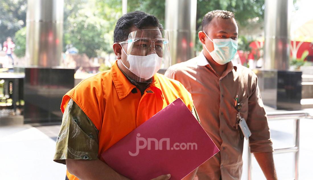 Wali Kota Tanjungbalai M Syahrial saat tiba di Gedung KPK, Jakarta, Senin (26/4). Foto: Ricardo - JPNN.com