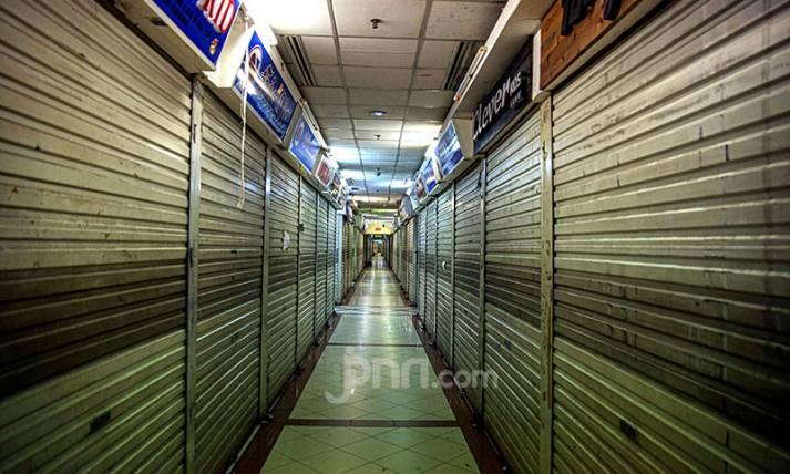 Suasana Pasar Tanah Abang Sehari Jelang Idulfitri - JPNN.com