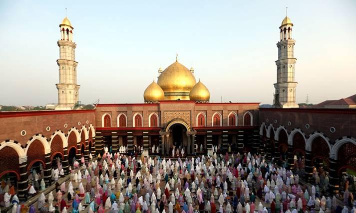 Suasana Salat Idulfitri 1442 H di Masjid Kubah Emas - JPNN.com