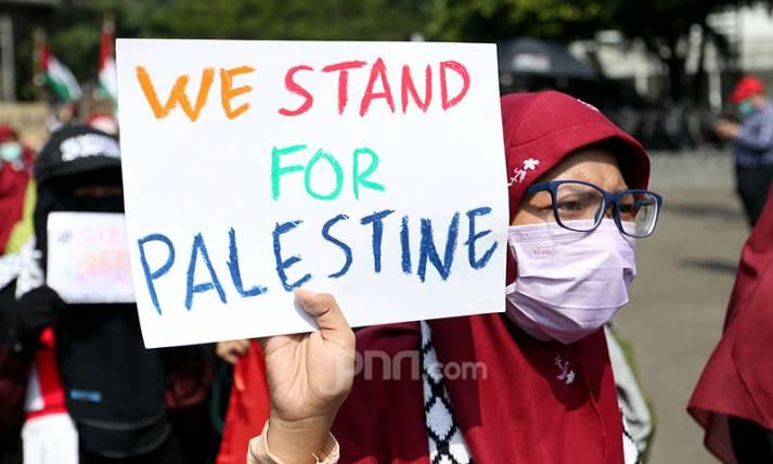 Kutuk Israel, Aliansi Pemuda Indonesia untuk Palestina Berdemo di Depan Kedubes AS - JPNN.com