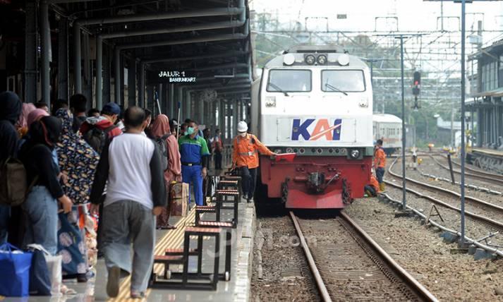 Stasiun Pasar Senen Dipadati Pemudik Susulan - JPNN.com