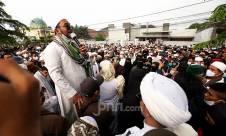 Berita Foto: Pendukung Habib Rizieq Kepung Balai Kota Bogor - JPNN.com